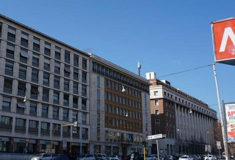 Hotel Lux Roma Via Gaeta
