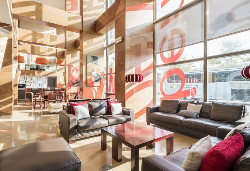 Zonas comunes Hotel Ilunion Valencia 4