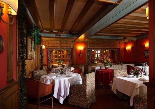 Boutique hotel villa blu cortina en cortina d 39 ampezzo destinia - Cortina boutique ...