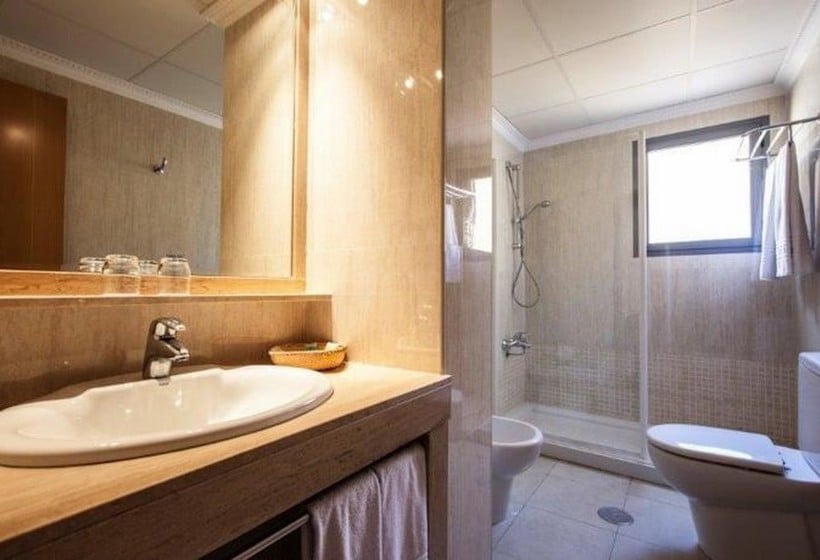 Cuarto de baño Hotel Torreluz Senior Almería