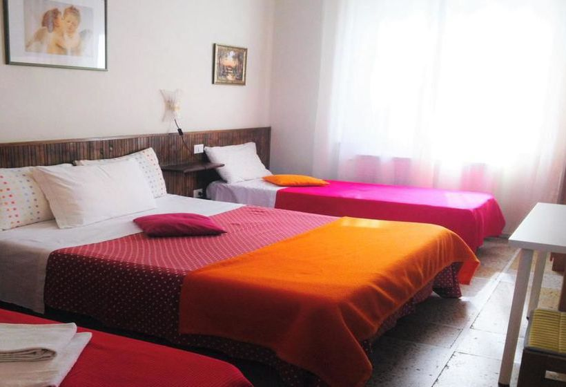 bed and breakfast a casa doina tower en pisa destinia. Black Bedroom Furniture Sets. Home Design Ideas