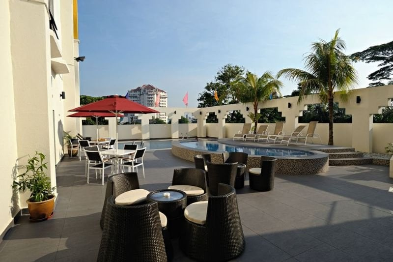 dating johor bahru Watch a movie together, have a romantic dinner, enjoy a picnic sweet, right but these can be boring too aside from these common date ideas, you can make your special someone happy by taking her to these appealing places and doing some fun together.
