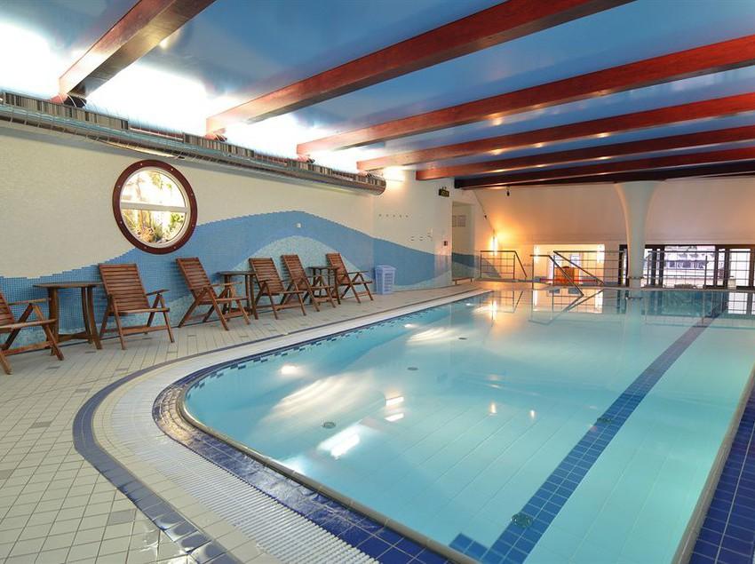 Hotel olympia en karlovy vary desde 45 destinia for Piscina hotel olympia