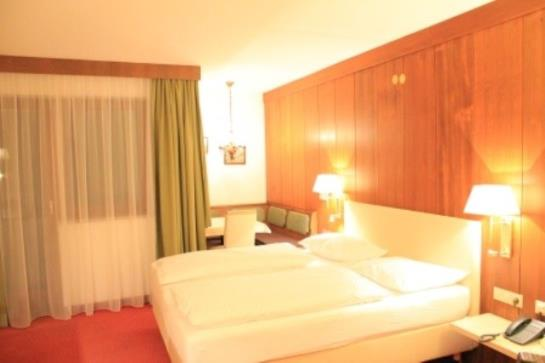 Hotel montana en telfes im stubai destinia for Hotel familiar montana